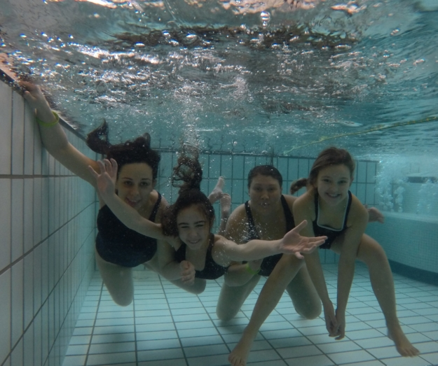 Påsken i svømmebadet og skøjtehallen
